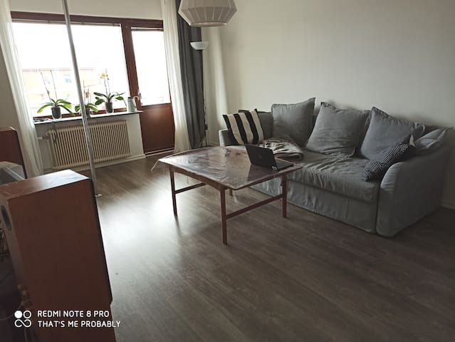 Private room with balcony,15min to Göteborg center