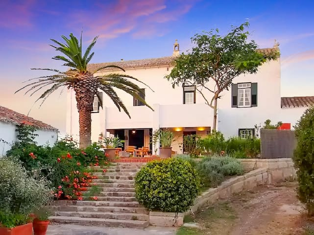 Big historic Finca, refurbished with pool - Mahon - House
