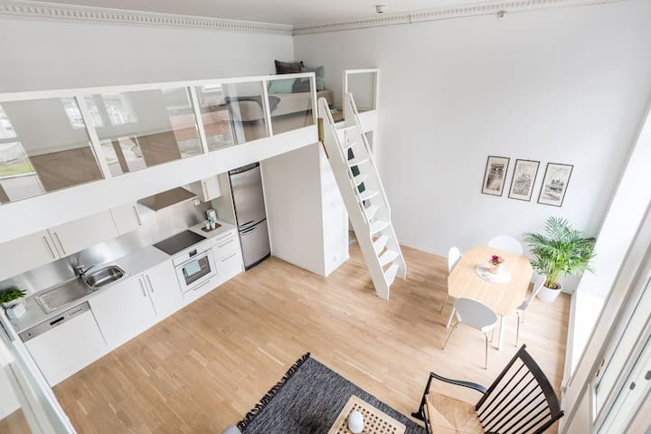 Airy studio flat, city centre