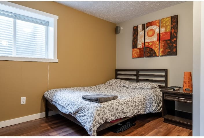 Cozy rooms for rent (short/long term), Room#2