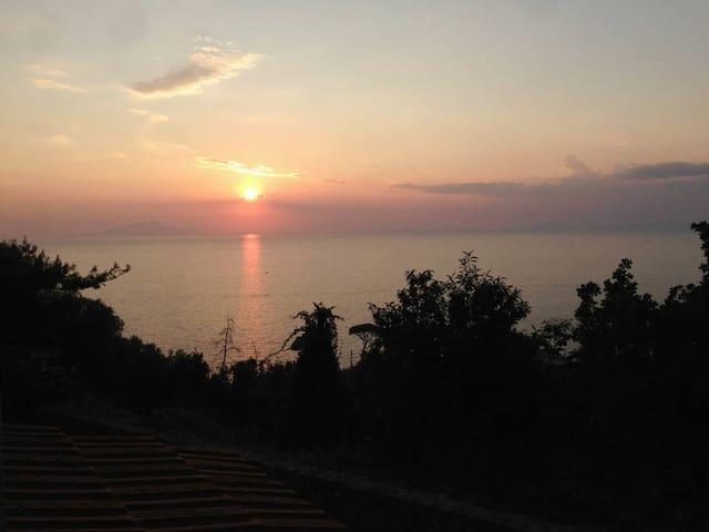 Delizioso monolocale panoramico in Costiera