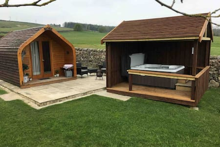 Havergarth View, Rose pod with hot tub