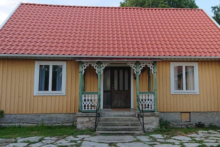 Historical farm cottage in Långlöt