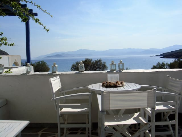 Paros Holiday Beach Home, Up to 8,  Molos - Marmara - Rumah