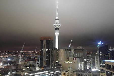 Private room and bath with view of Skytower! - Auckland