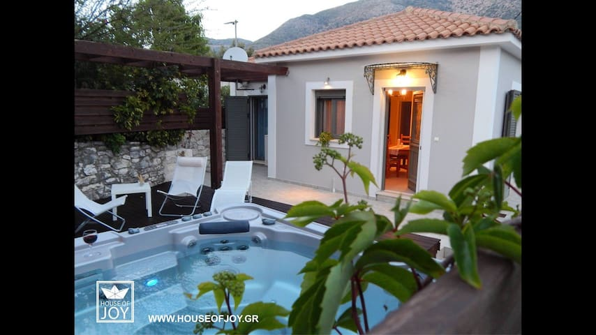 House of joy, 3 bedrooms house with jacuzzi