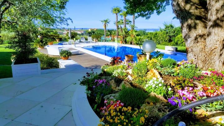 Appartamento in Villa con giardino e vista lago