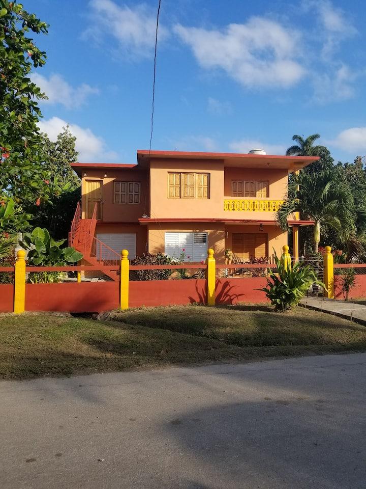 Casa entera 2ndo piso Hostal delas Flores Yaguajay