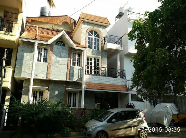 Classic Villa  2 BHK home - Bangalore - Vila