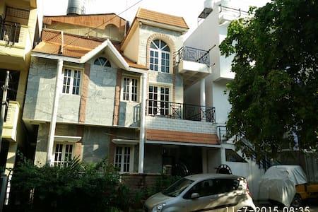 Classic Villa  2 BHK home - Bangalore - Casa de campo