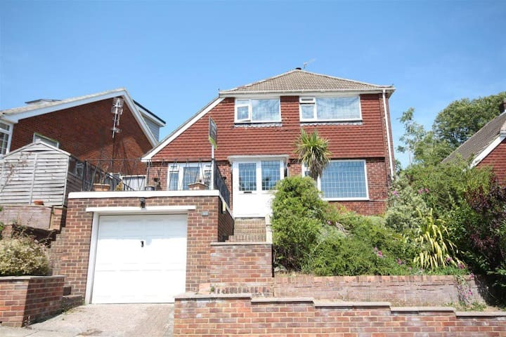 Family house with stunning views, garden & parking