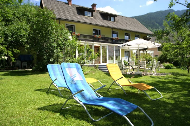 Attractively furnished holiday home, just 100 metres from a lake (free access)