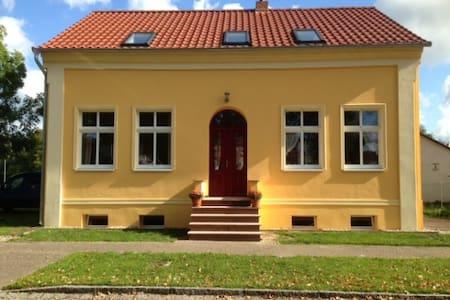 """""""Kleine Herberge"""" in Strodehne DG Ferienwohnung - Havelaue"""