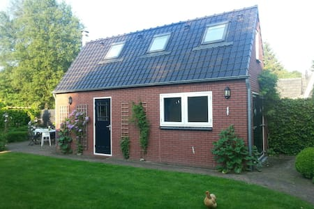 Comfortable Garden House - Haren - Mökki