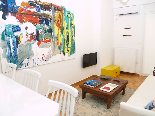 A Refreshed & Rich in Details Apt in Piraeus