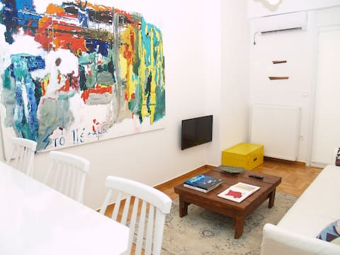 A Refreshed & Rich in Details Apt in Piraeus