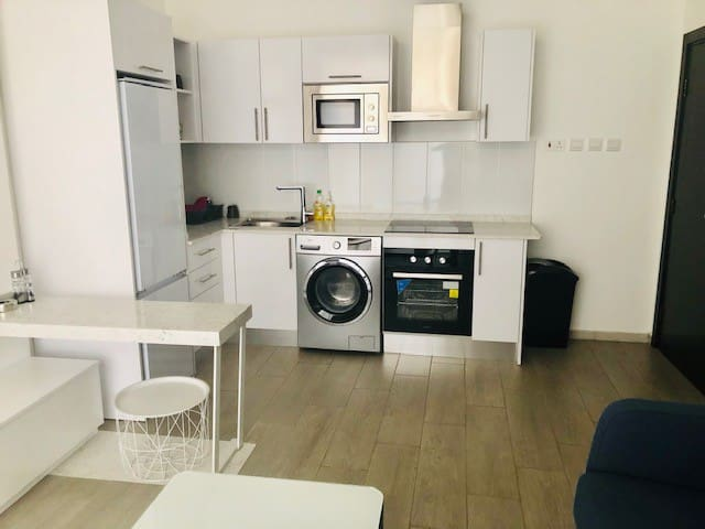 Sunny newly built fully serviced apartment - Accra