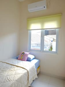 New & Convenient Room (Kost) - A - 巴油蘭新區(Kebayoran Baru)