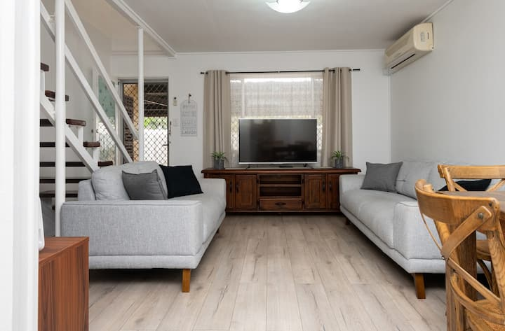 Conveniently Located 2-Bed Unit Opposite Amenities