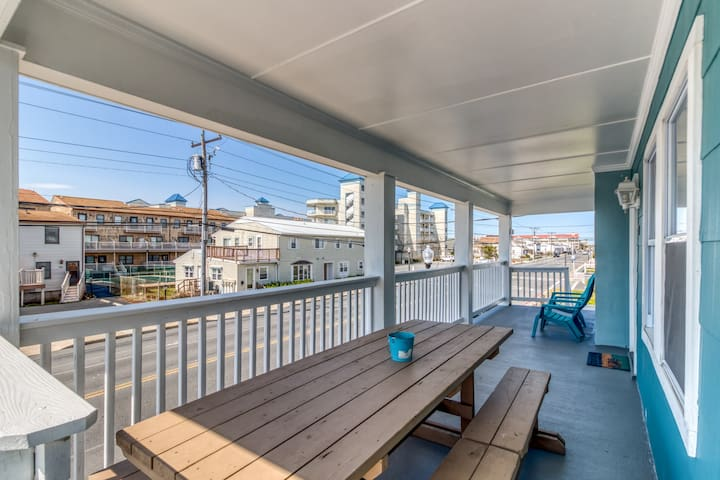 A pair of downtown condos w/ a furnished balcony & full kitchens - walk to beach