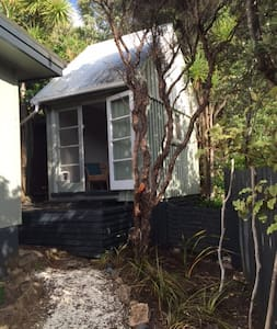 The Manuka Cabin - Piha Beach - Piha
