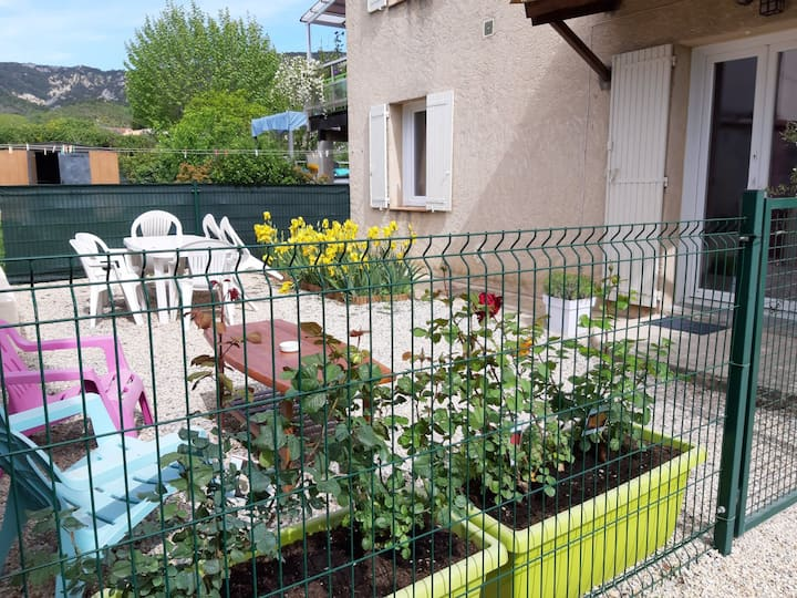 Volx 04130 en Provence appartement tout confort n3
