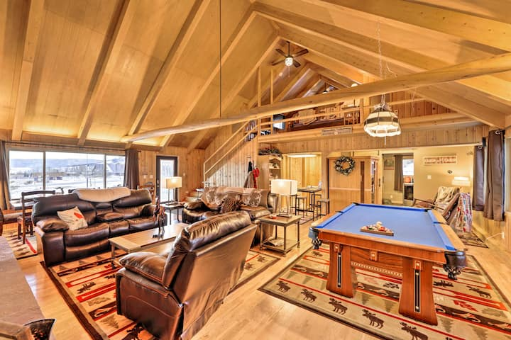 Centennial Cabin w/Hot Tub, Sauna, Pool Table