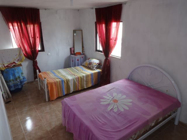 Double bedroom in the stunning countryside - Joao Galego - Rumah