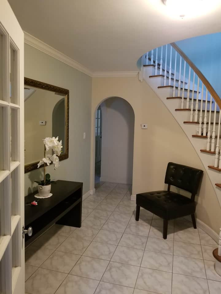 PRIVATE COZY ROOM ON BROOKLAWN AREA