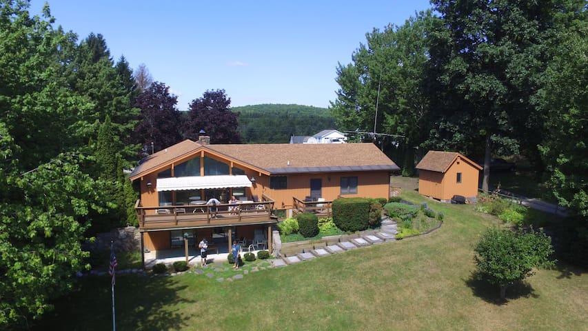 Roomy Lakehouse