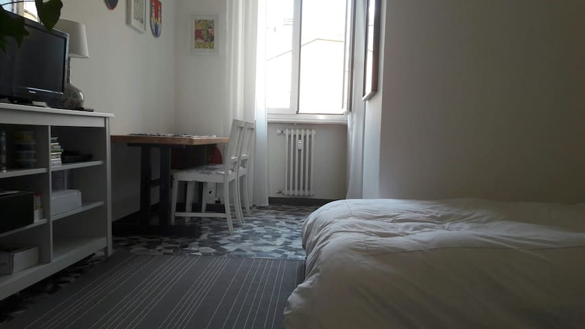LAMBRATE, double ensuite room - Mediolan - Apartament