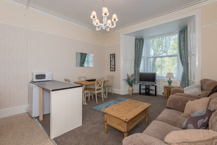 2 Bed spacious apartment, near seafront, Penzance