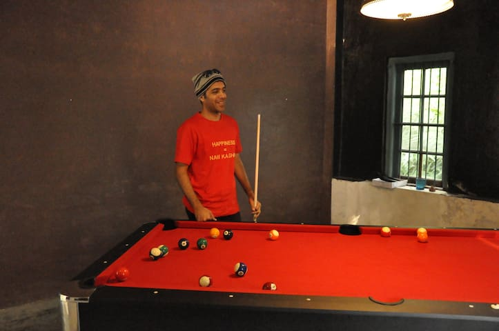 Game of Pool with Guests @ Sapoi
