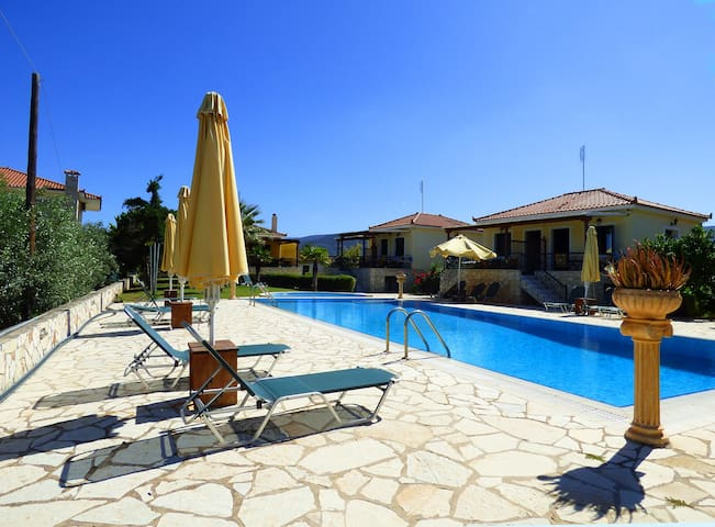 Relaxation next to the pool, 5min from sandy beach - Paralio Astros - Apartemen