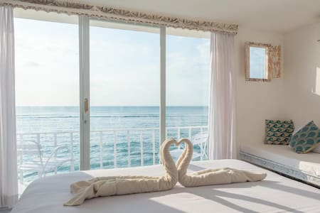 °6 Closest room to the ocean and beach in Bingin