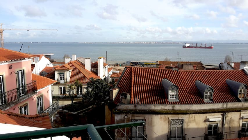 River view wonderful apartment in Alfama