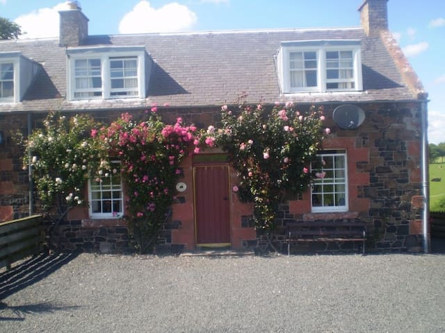 CRAGGS COTTAGE, Kelso, Roxburghshire, Scottish Borders - Kelso - Huis