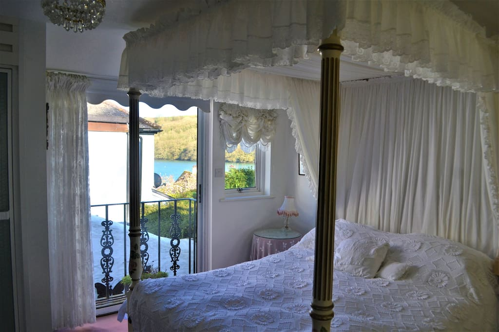 Four poster, balcony, river view
