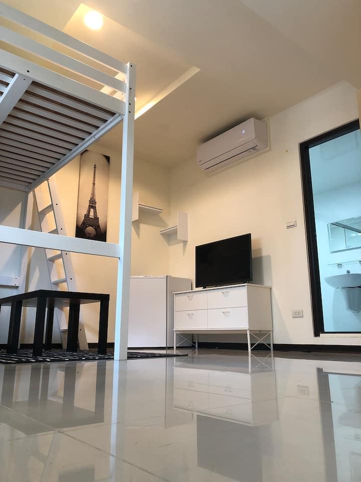安心舒適藝文房「每次退房嚴謹用次氯酸水、酒精、通風、高溫烘洗床被單套、安心舒適房」