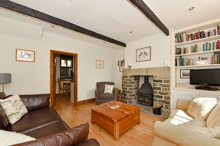 Stoneswood Cottage, Delph, Saddleworth