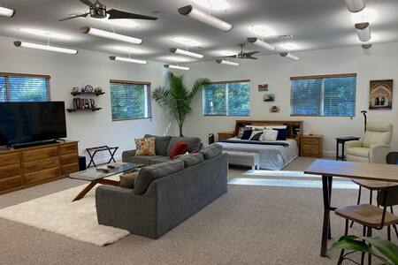 1,000sf on 3 Acres *EV Charger*