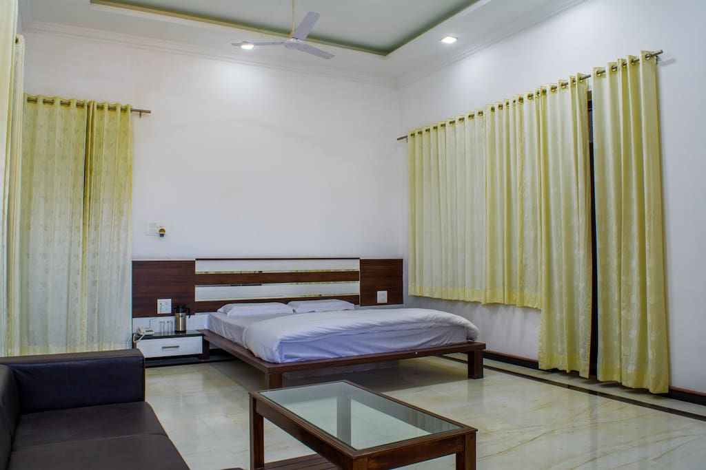 Tiger Hill Homestay - Super Deluxe Room- Bedroom.