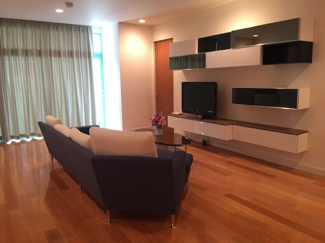 Cozy 2 Bedroom near Asiatique, BTS Saphan Taksin - Bangkok - Flat