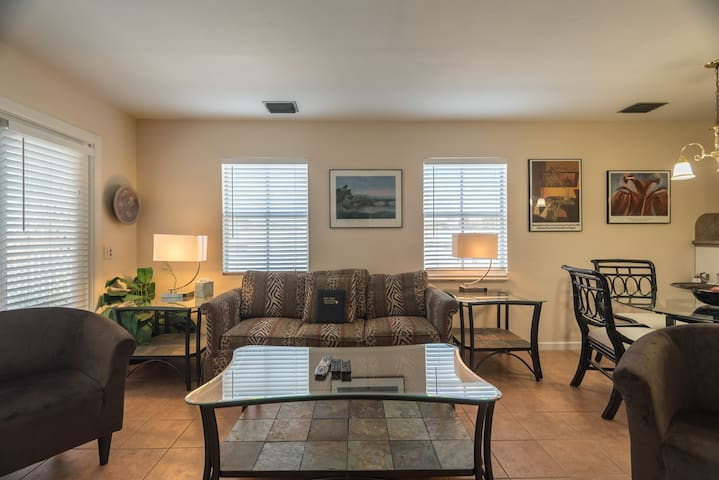 Penthouse w/ private hot tub & shared pool - close to beaches
