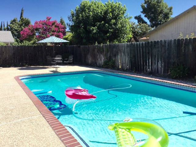 ROOM WITH 2 BEDS QUIET SAFE - POOL - Stockton - House