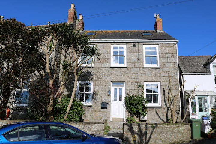 3 bed ensuite cottage, 10 min walk into Mousehole.