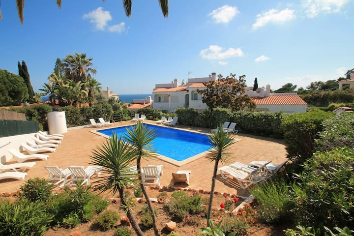 Casa Scarlett, 2 Bedroom, Sleeps 5, Air-con & Communal Pool