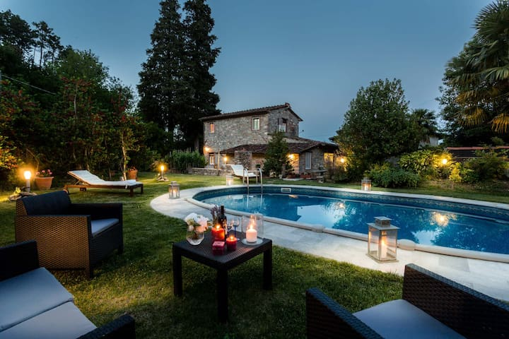 COCCINELLE FARMHOUSE Lucca Farmhouse with Pool