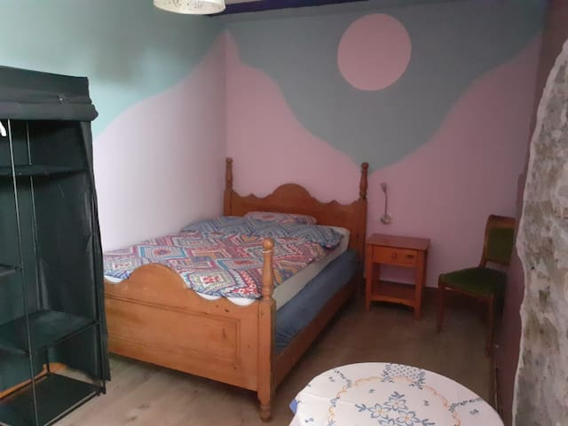 Rustic double room with free WiFi at The Townhouse