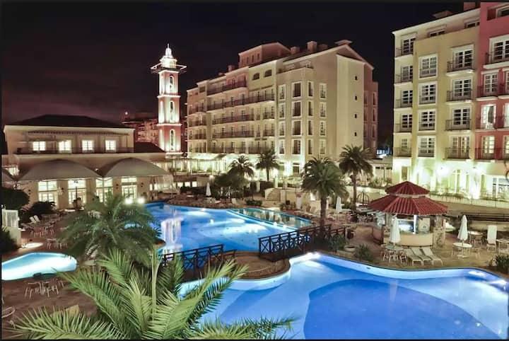Jurere, Il campanario frente mar, servicos Resort